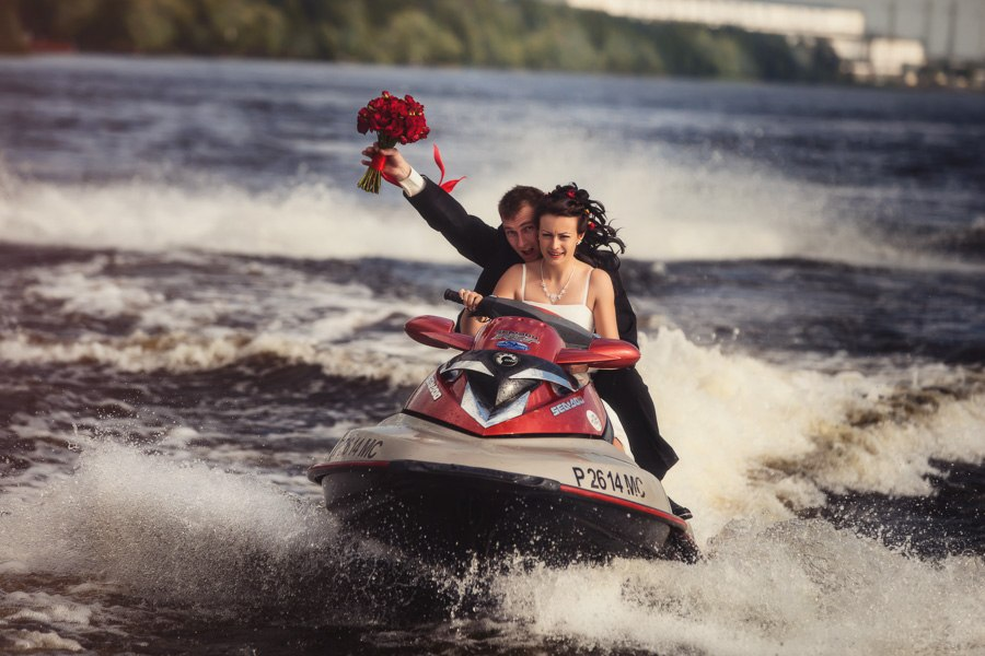 идеи для свадебной съемки: свадебная фотосессия на катере