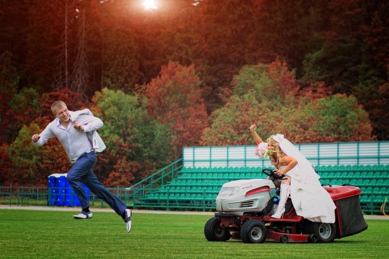 идеи для свадебной съемки: футбольное поле