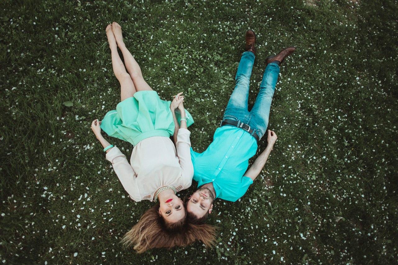 идеи для свадебной съемки: в поле