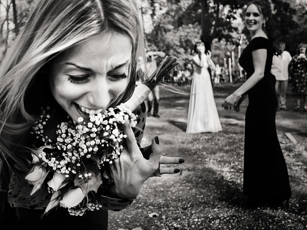Традиция подбрасывания букета невесты: альтернативные варианты