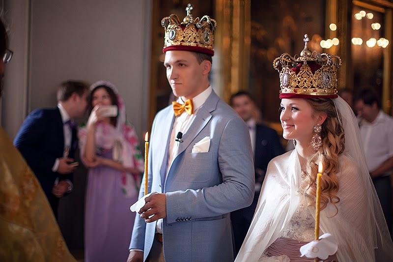 венчание молодая пара